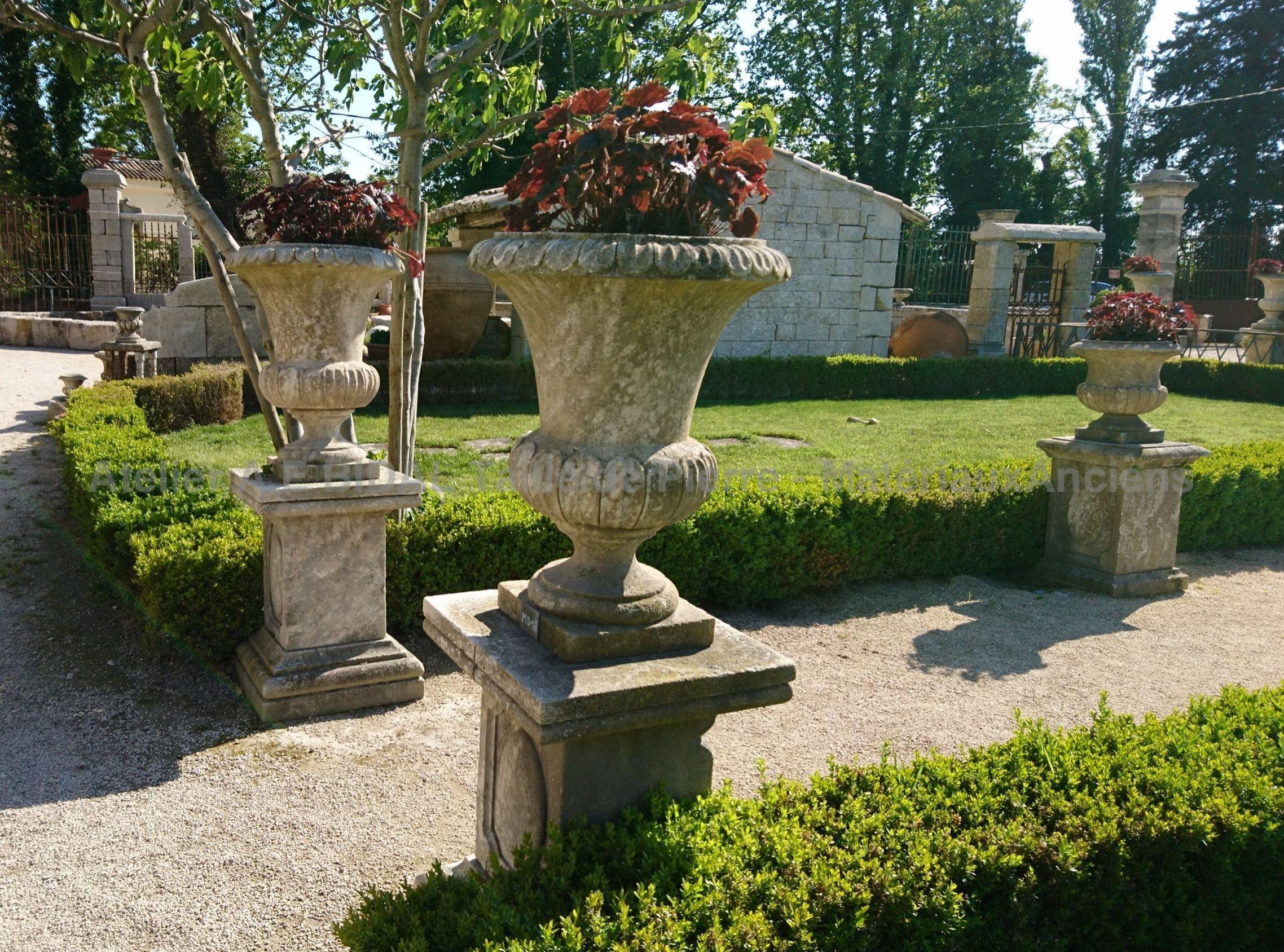 D corez votre jardin ou ext rieur avec un vase m dicis en pierre - Invasion d araignee dans le jardin ...