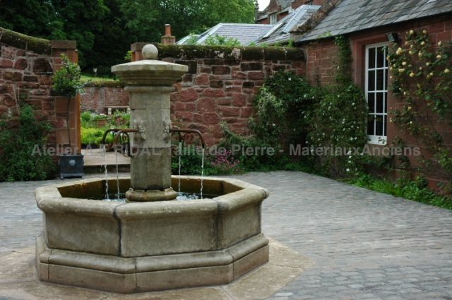 FO69 - Central octagonal fountain in natural stone with base