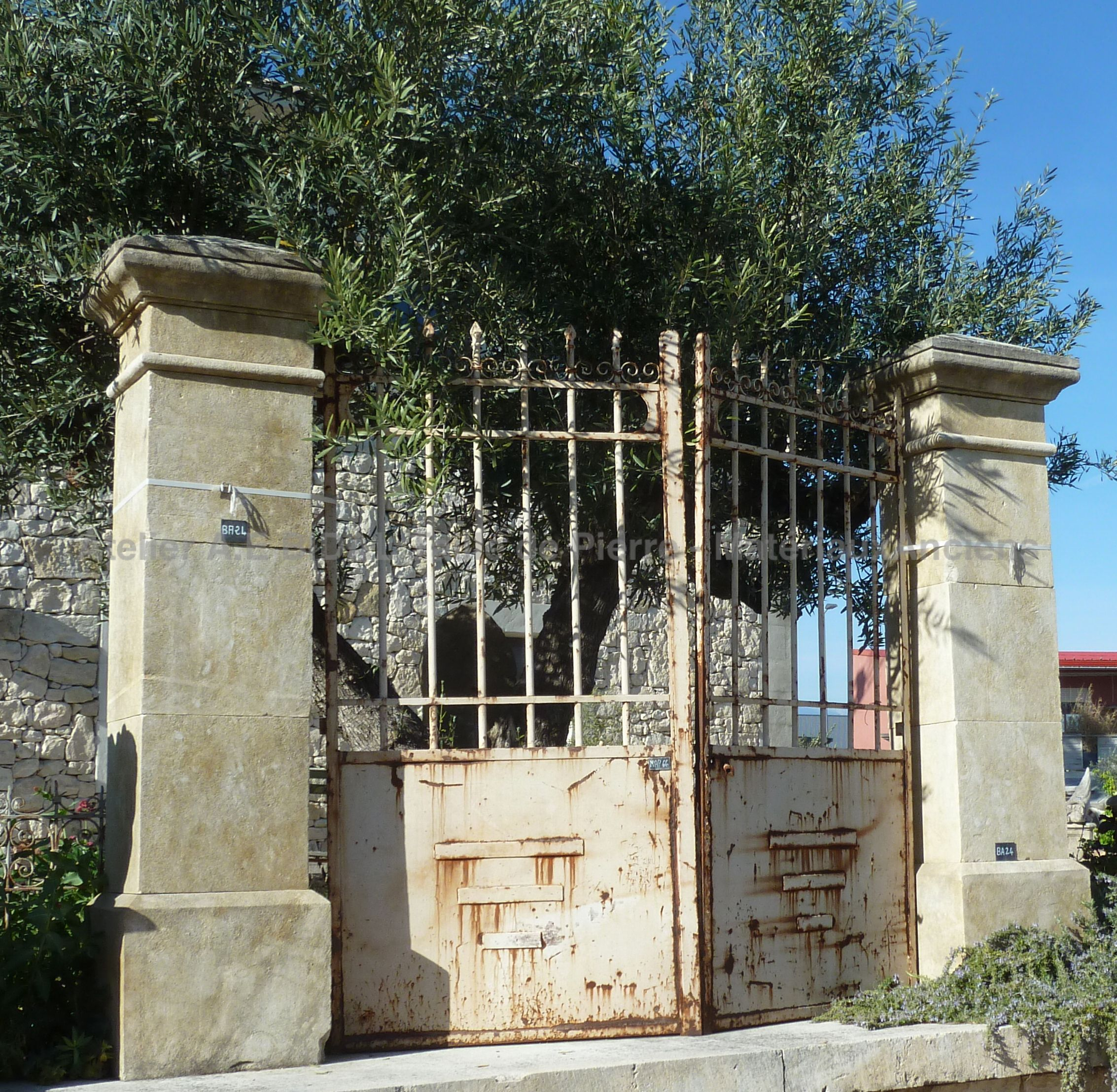 BA24 - Square pillars for gate carved into French limestone