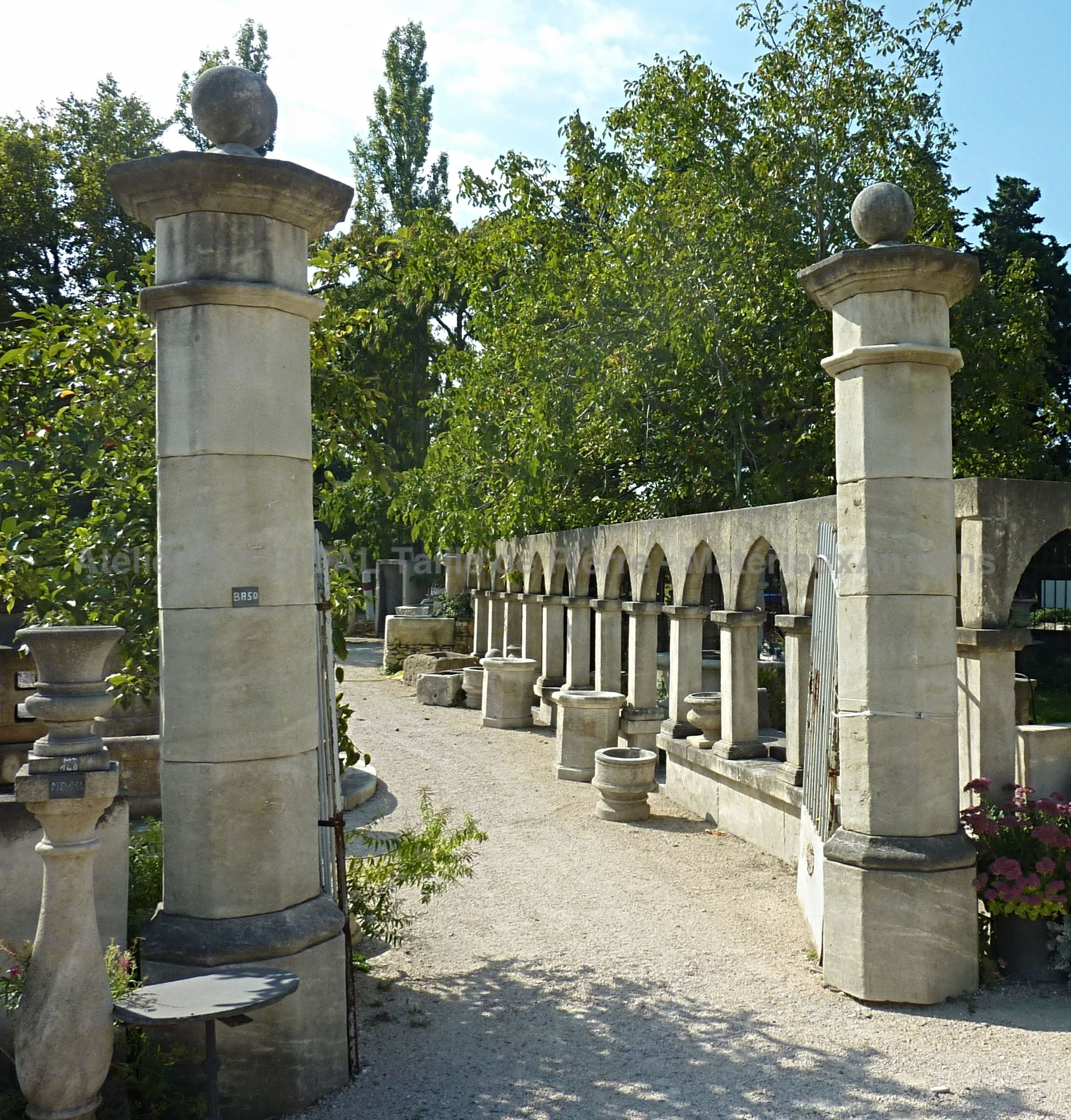 BA50 - Pair of octagonal pillars with capital decorated with a ball carved in French limestone