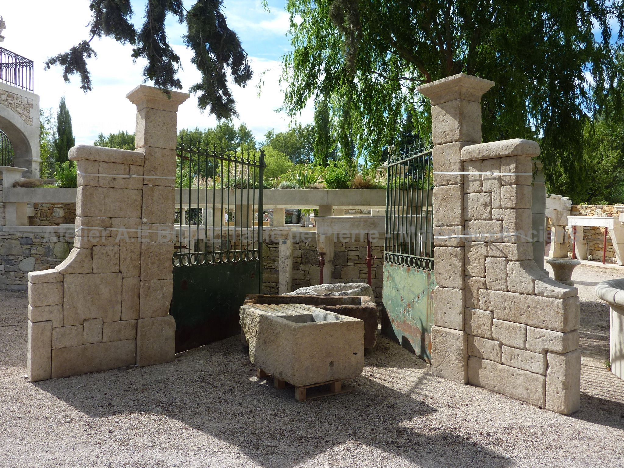 BA57 - Pair of square pillars with side walls carved in limestone