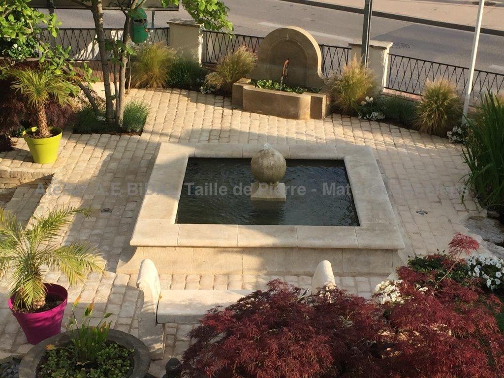 Fabrication sur mesure de fontaines centrales en pierre naturelle - Pierre pour bassin ...