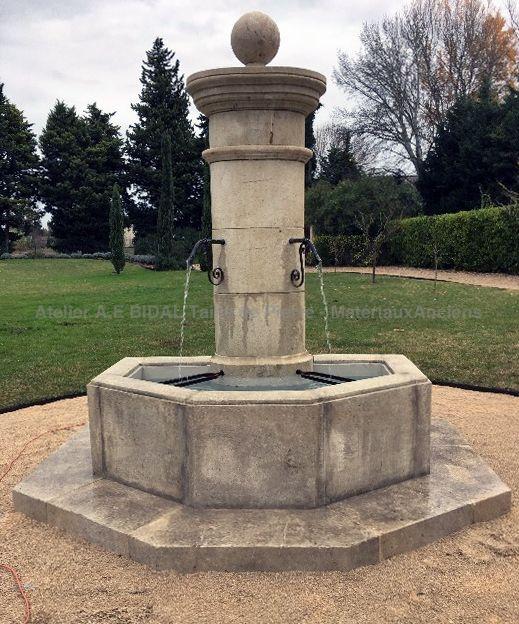 Très belle fontaine de jardin en pierre naturelle - Atelier Bidal