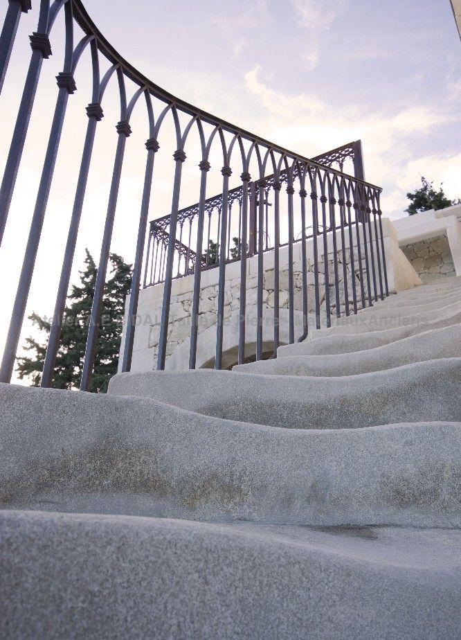 Escaliers en pierre de taille balustres en pierre - Taille marche escalier exterieur ...