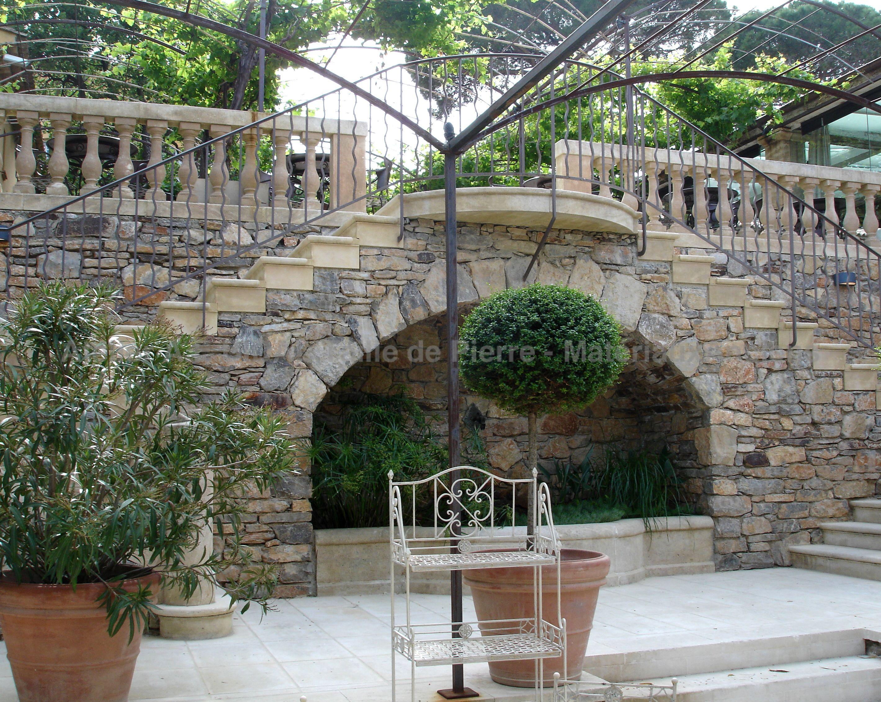 Escalier exterieur en pierre naturelle escaliers avec ses for Escalier exterieur pierre
