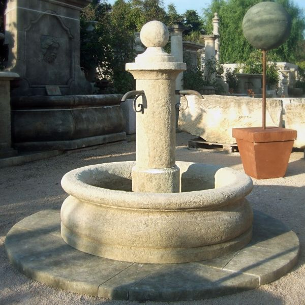 Round garden fountain | Central fountain carved in stone for outdoor use.