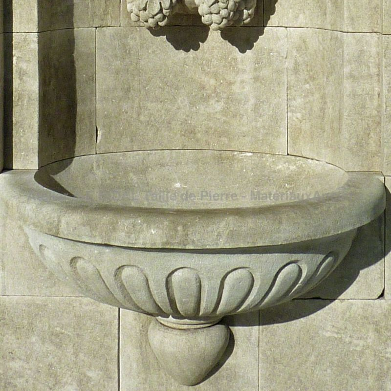 Decorative fountain for outdoor use for the set of Stone fountain made at the Bidal Workshop