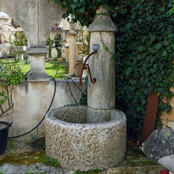 Garden fountain for outdoor use in natural French limestone