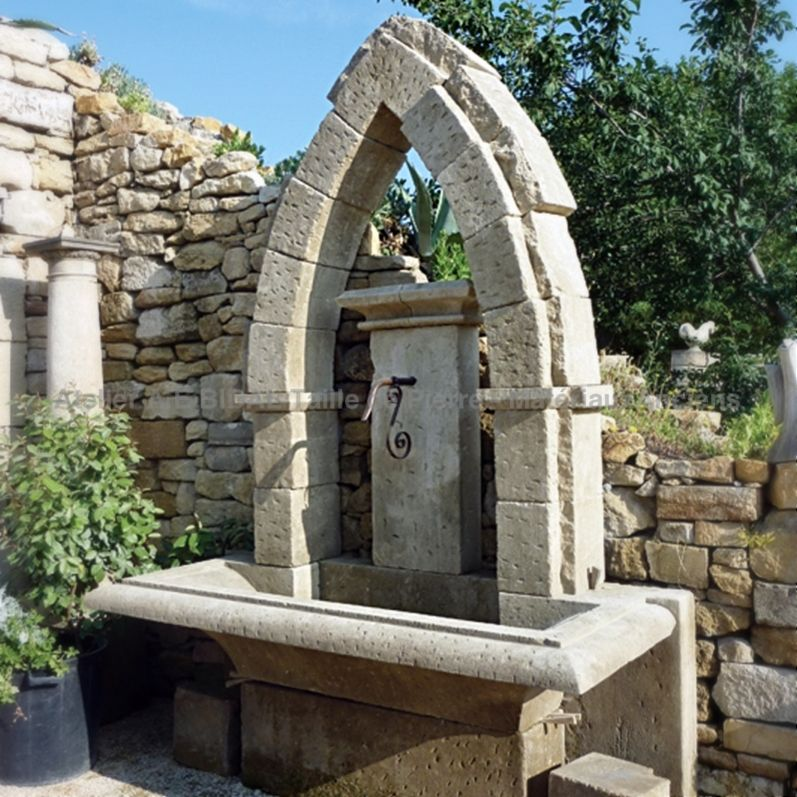 Gothic fountain with Gothic Vault in natural stone.