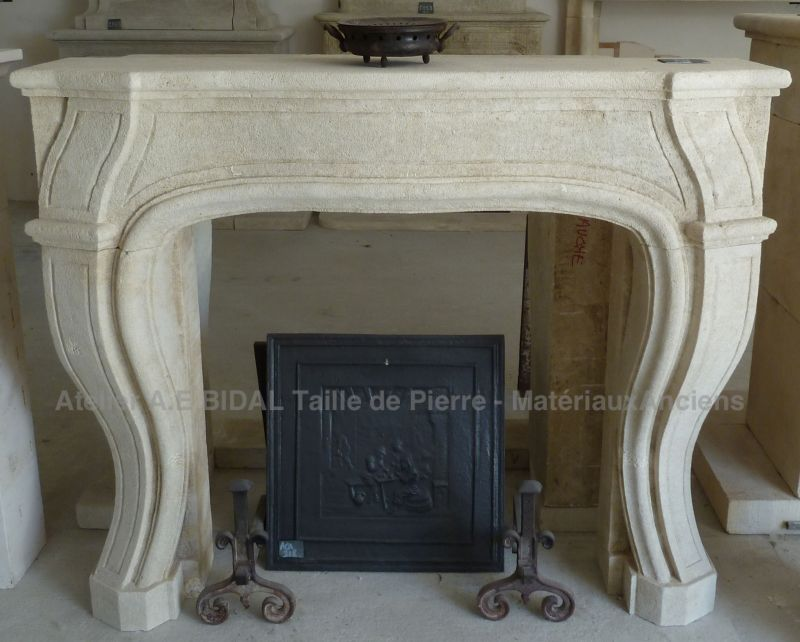 Fireplace in louis XV style in Luberon stone by the Bidal workshop