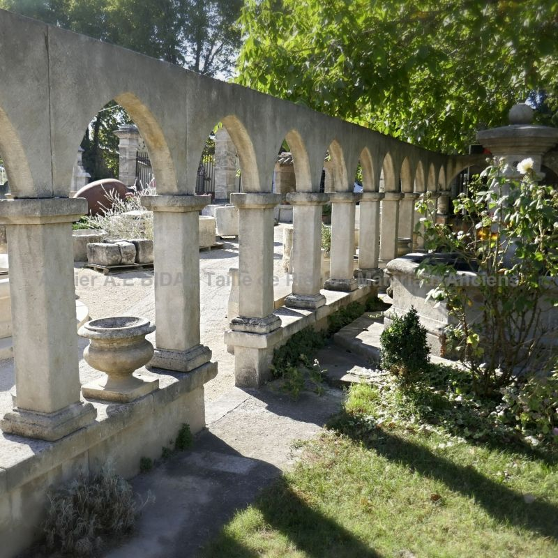 Custom-made cloister in stone by Alain BIDAL stonemason in Provence.