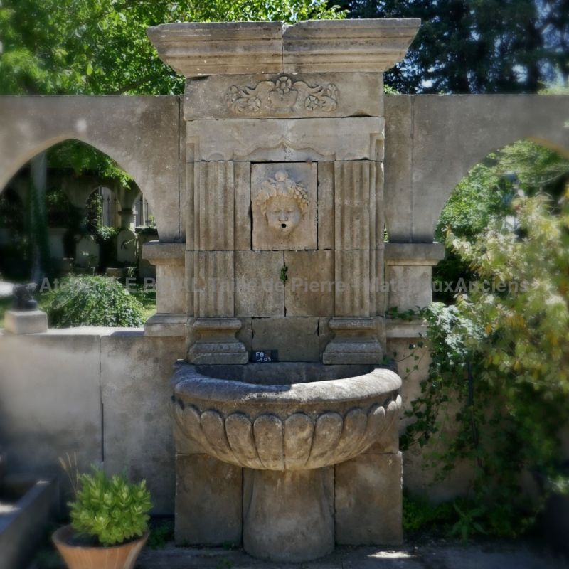 Fountain in stone from Provence - High quality sculpture made by our stonemason.