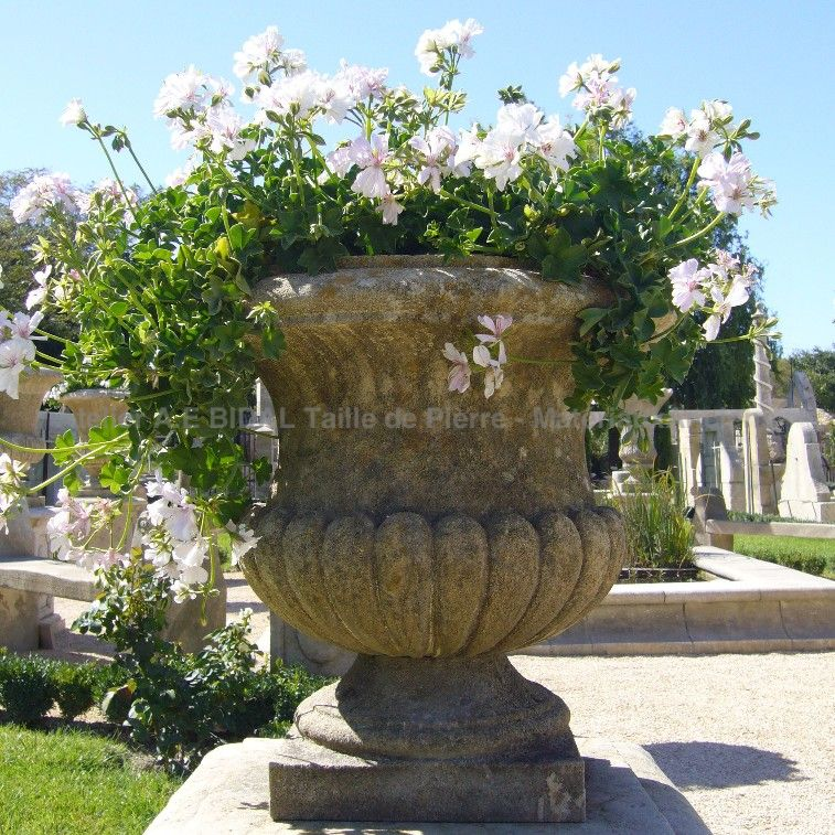Magnificient vase in stone of the Medicis stone vases