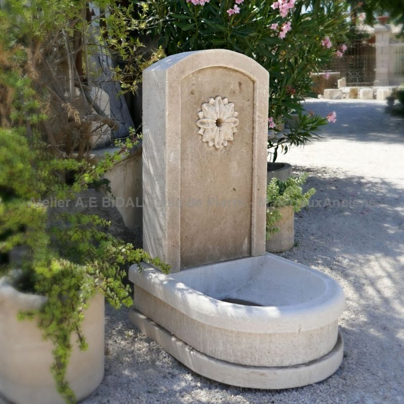 Small fountain for outdoor decoration - Wall fountain hand carved in natural French limestone.