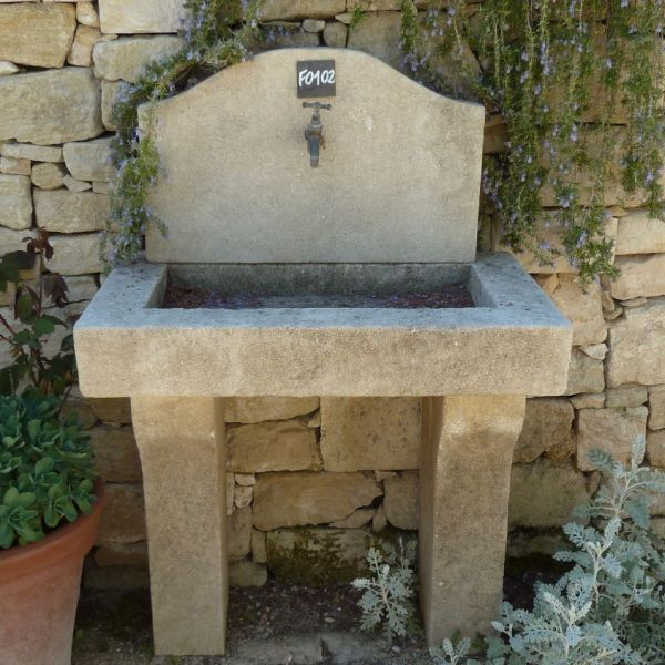 Sink in Estaillade stone for an outdoor kitchen