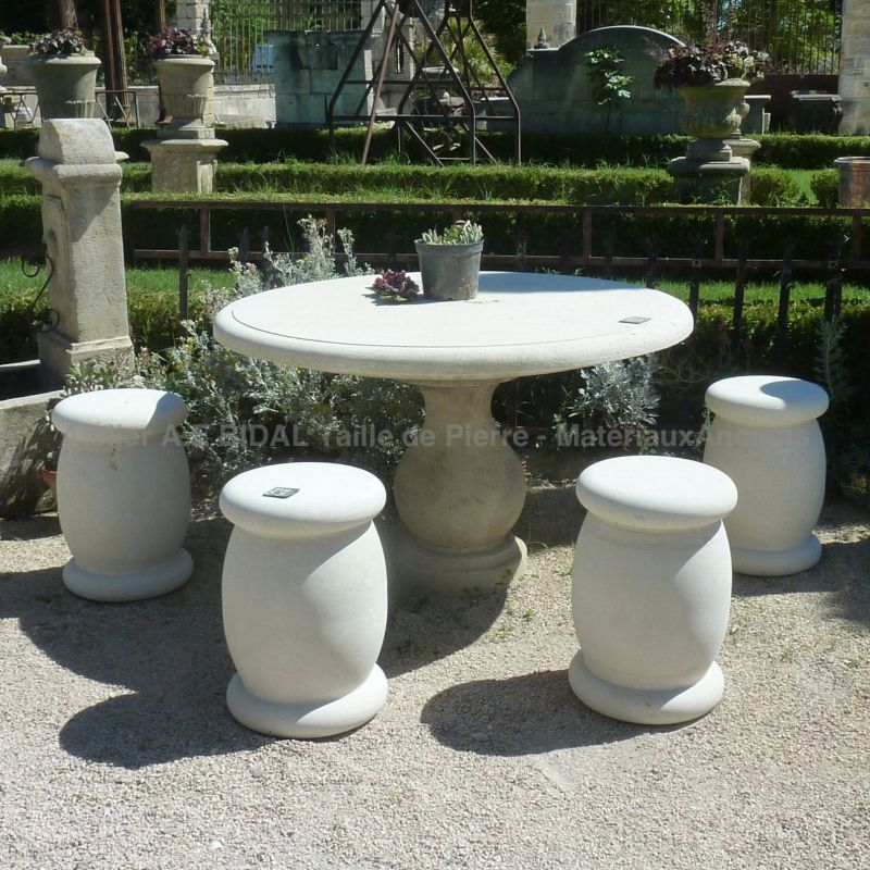 Round table in a natural stone from Provence