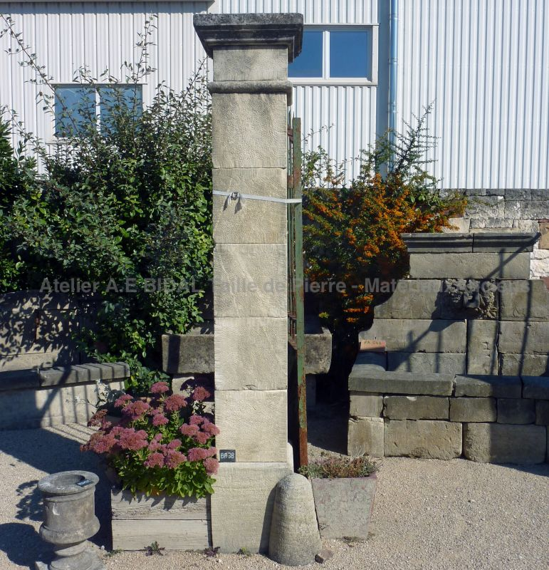 Two assorted pillars in Estaillades stone, a limestone from French quarry.