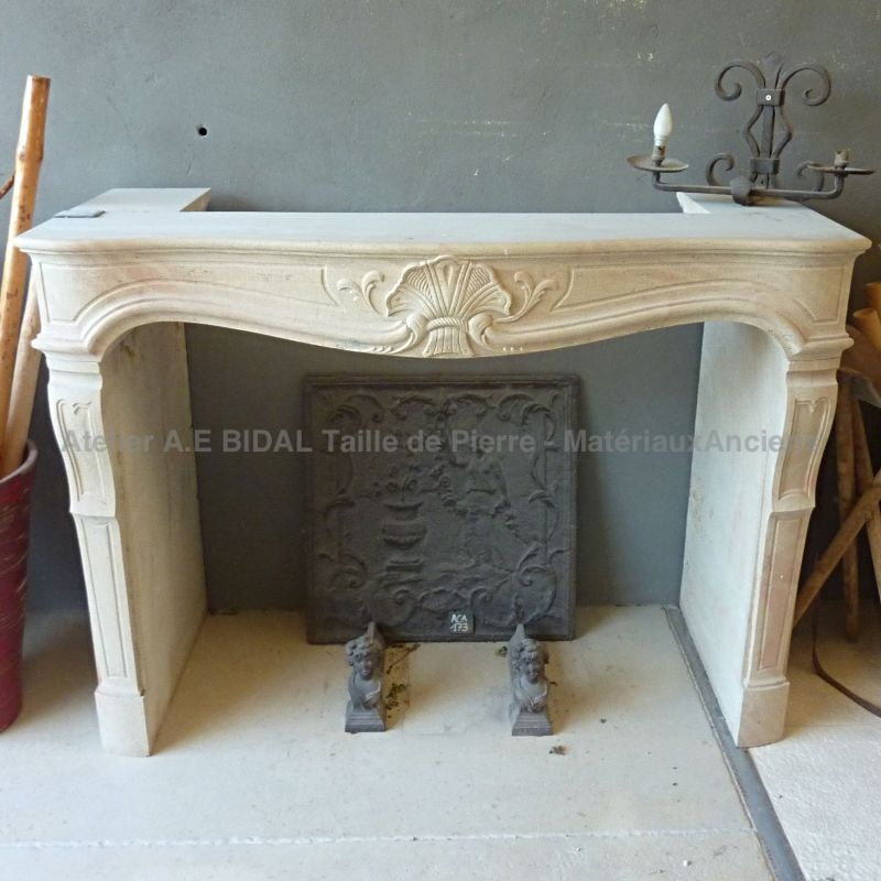 Fireplace in stone from Provence made by the stone mason of AE Bidal workshop.