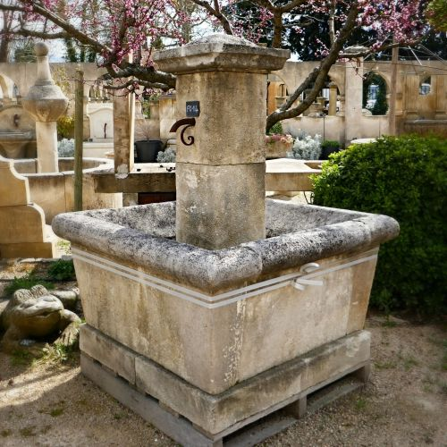 Village fountain in natural stone of Provence on sale at the stonemason Alain BIDAL.