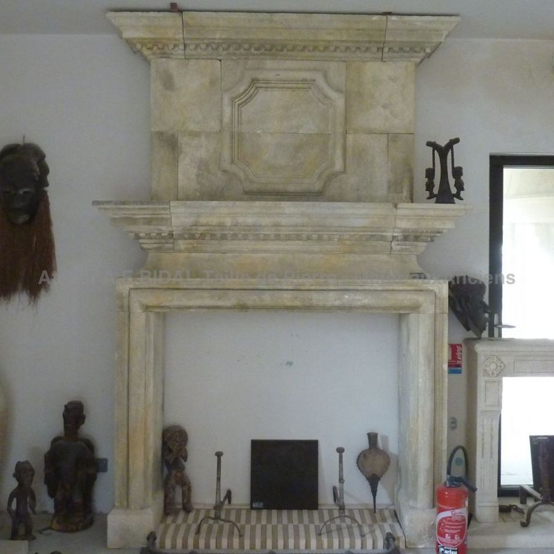 Magestral stone fireplace inspired by Louis XII created in stone from french quarry