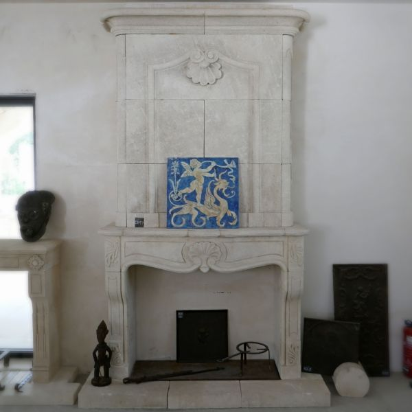 Fireplace in Estaillades stone from the early 18th century | French Regence style mantel in stone.