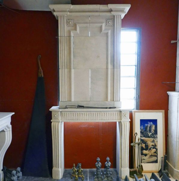 Fireplace hand carved in Provence limestone by Atelier Alain BIDAL