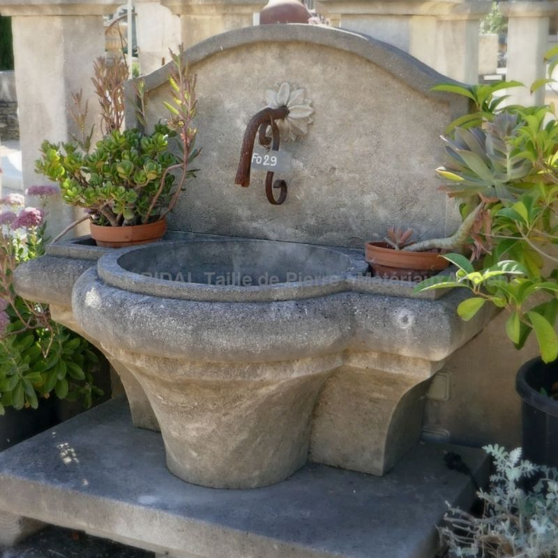 Rustic Garden fountain in natural stone made by our craftman stonemason in our Vaucluse workshop.