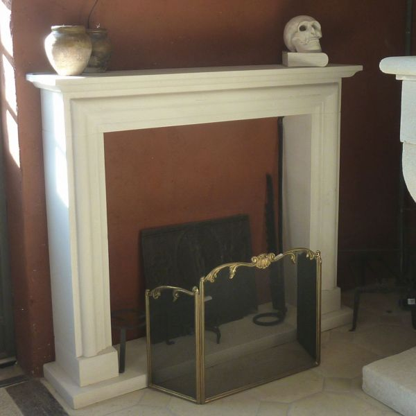 Traditional fireplace from Provence carved in the Lens stone, a natural limestone from Provence.