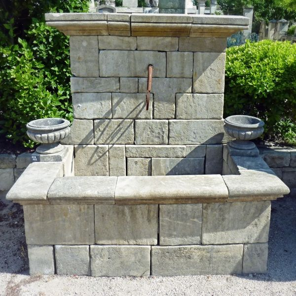 Provencal garden fountain in stone signed by the hand of Alain BIDAL, stonemason.