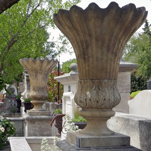 Natural stone vase | Large vase carved in the stone of Estaillades for the decoration of the garden