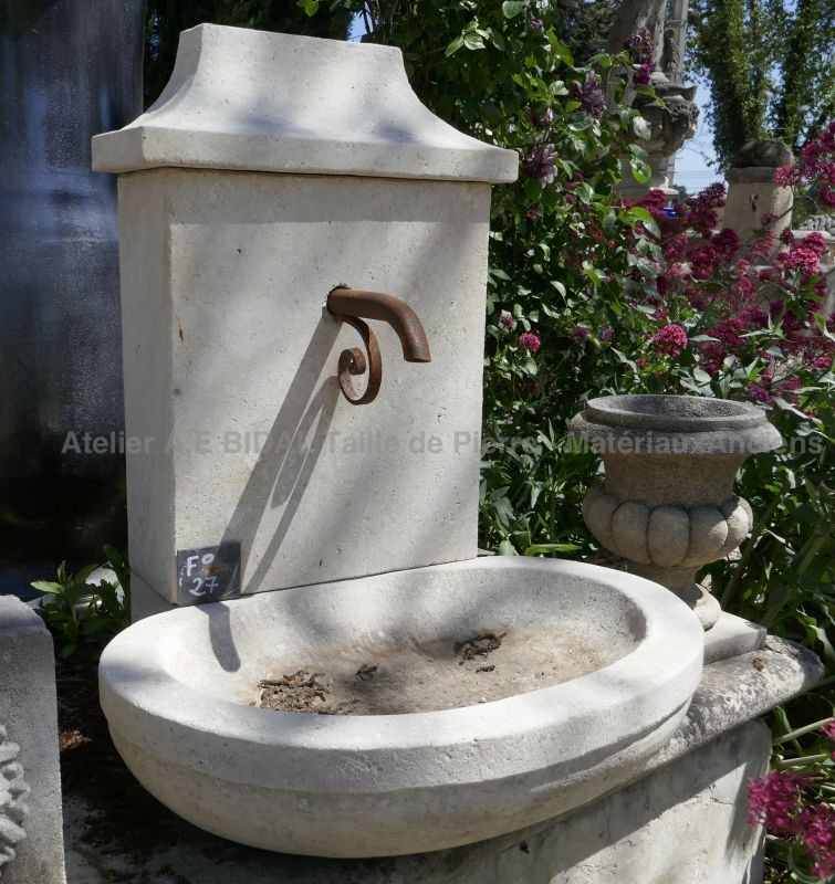 Small-size garden fountain hand carved in stone - Atelier Alain BIDAL.
