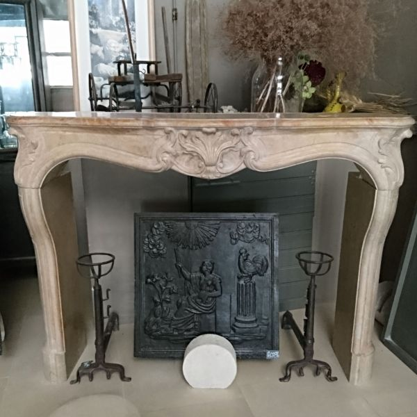 Alain Bidal, a specialist in natural stone fireplaces and antique stone fireplaces at your service !
