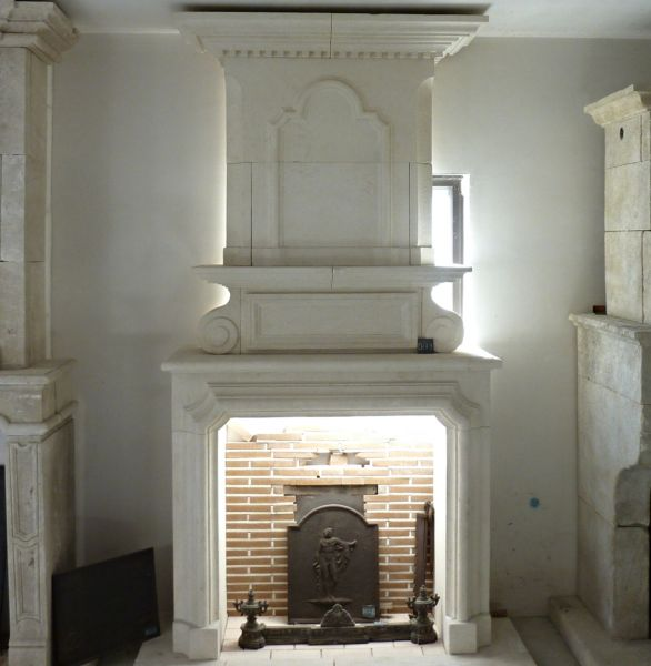 Fireplace Louis XII in Estaillades stone, a natural stone from provence