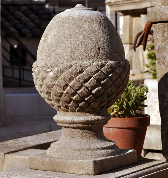 Stone ornament in stone for outdoor use >Handmade<