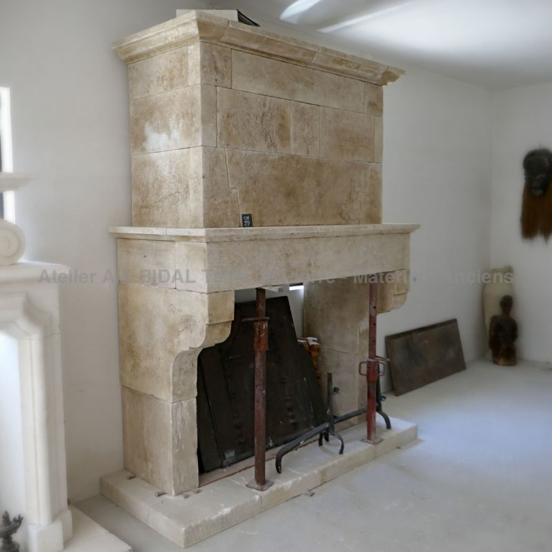 One of the kind crafted realization by the artisan stonemason of Provence Alain BIDAL : an old-fashioned fireplace full of charm.