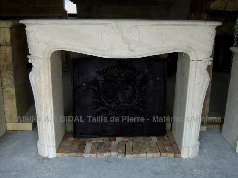 the beauty of the Estallades stone is visible on this fireplace in  stone inspired by the regency style