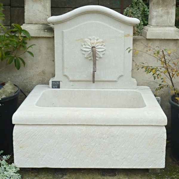 Fountain in Avy stone | Beautiful garden fountain carved in a natural limestone.