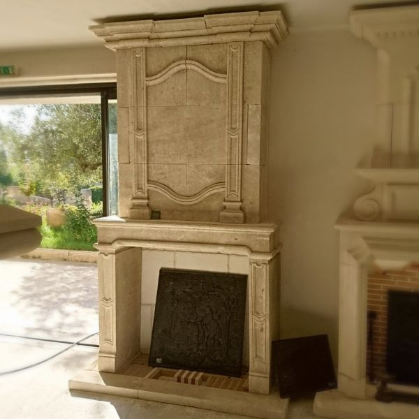 Magnificent Louis 16 fireplace in stone with a hood finement sculpted.