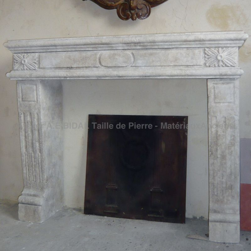 fireplace in Louis XVI Style : Work on the Estaillades stone