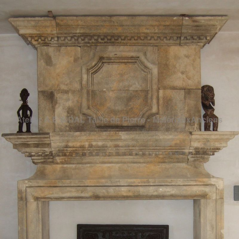 Elegant stone fireplace inspired by Louis XII in siz stone