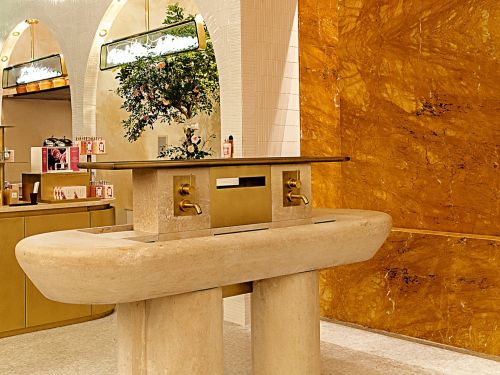 Beautiful sink carved in a natural French limestone for Occitane & Pierre Hermé ǀ Atelier Alain Bidal in Provence.