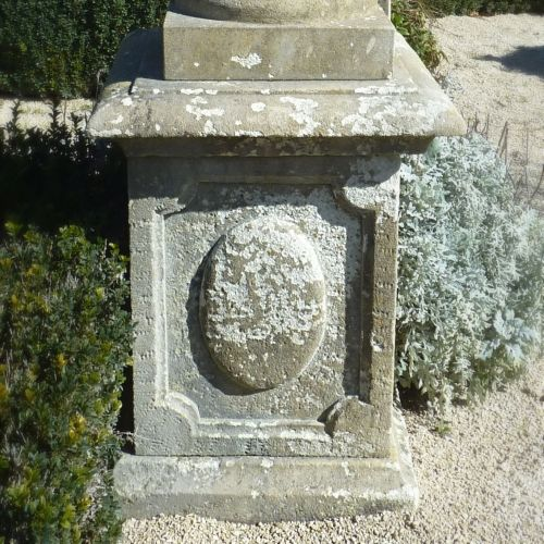Stone pedestal for Medici vase or statue | Garden plinth crated in natural stone.