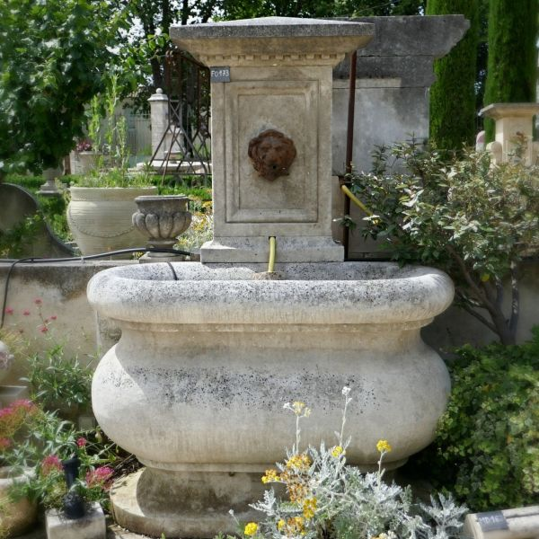 Garden fountain by the stonemason in Provence Alain Bidal.