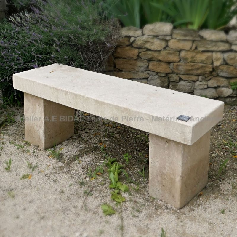 Natural stone bench for garden | Bench ins tone from the stone cutters of the Atelier Alain Bidal.