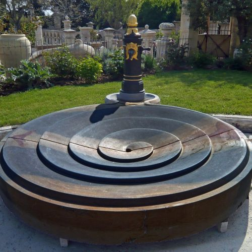 Modern Burgundy stone fountain | Central fountain for garden made in natural stone by the artisans of the Atelier Bidal.