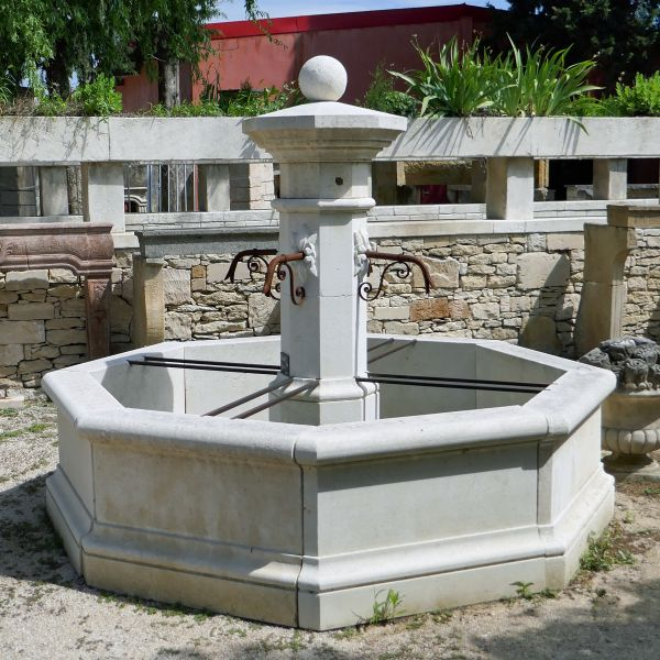 Large stone fountain and scrap metal by our artisan stonemason of Isle sur Sorgue: Alain BIDAL.