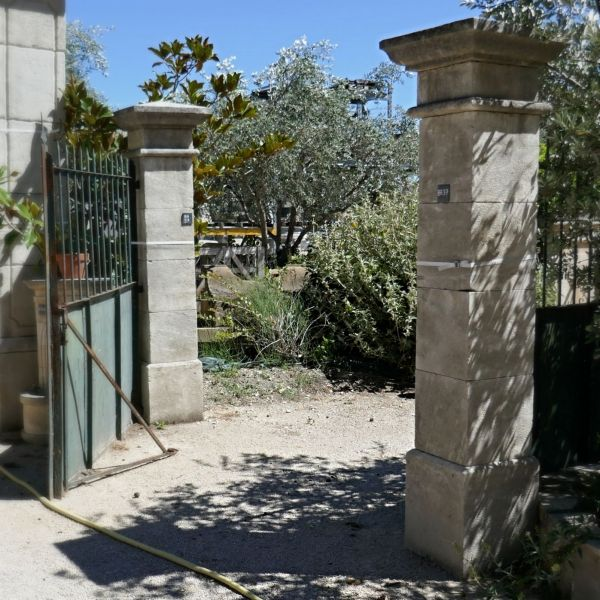 Gate pillars hand-carved in natural limestone and made to measure.