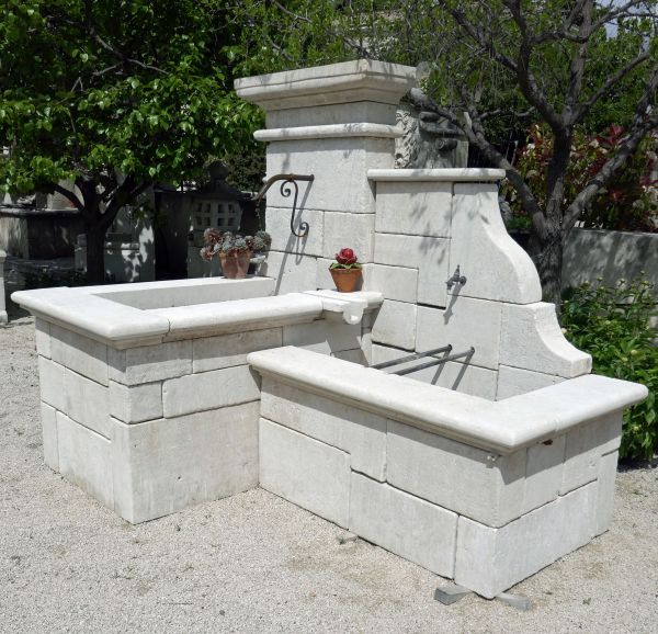 Garden fountain created and built by a stone mason in Provence specialized in stone fountains