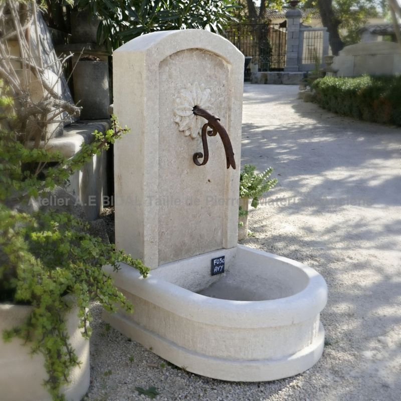Small wall-fountain in stone from Alain BIDAL, stone cutter in Provence.