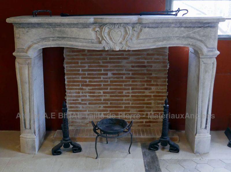 Regency fireplace in stone by the stone cutter Alain BIDAL, Provence